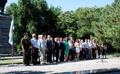 Церемония возложения цветов к памятнику Петру I_logotype